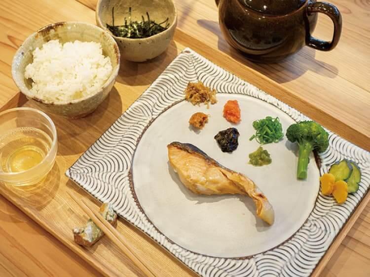 焼鮭の出汁茶漬けセット(一汁一飯)